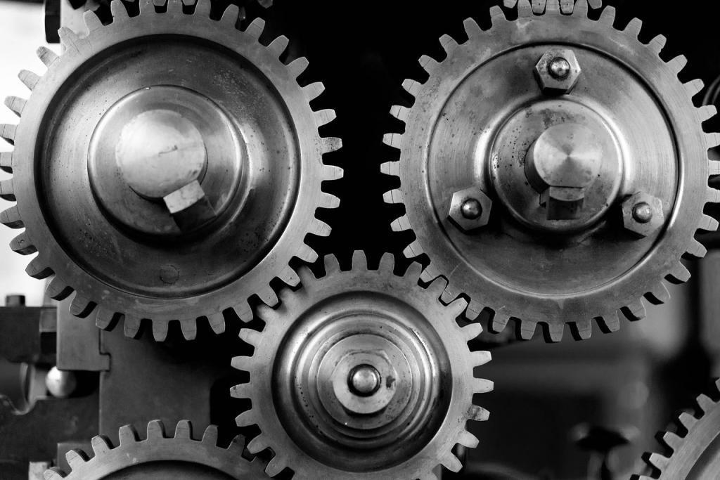 Zahnräder aus Stahl im Getriebe sind hohen Belastungen ausgesetzt und müssen entsprechend gehärtet werden