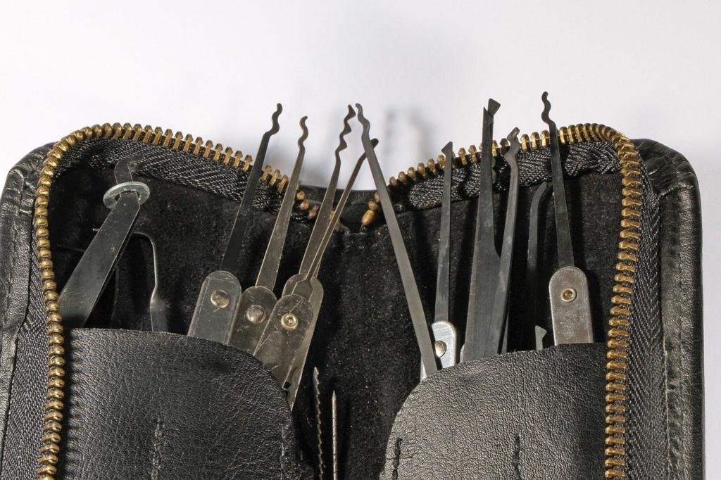 Werkzeuge für Lockpicking und Türöffnungen